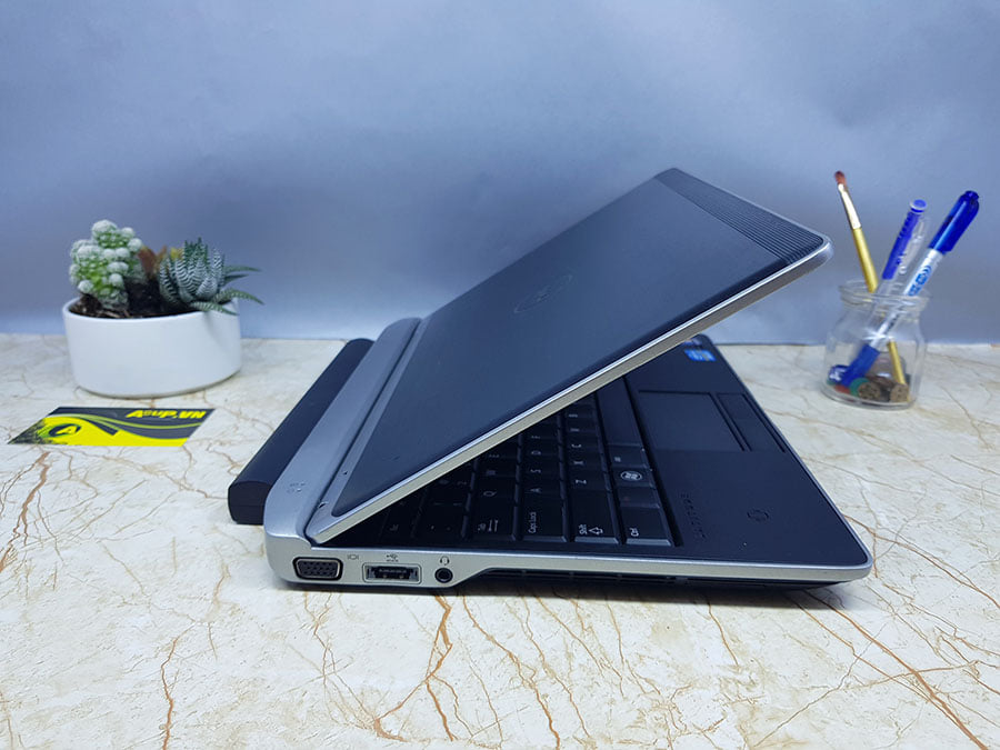 Laptop Dell Latitude E6220 nhỏ gọn bền bỉ