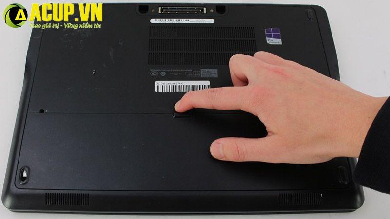 Laptop sạc không vào điện