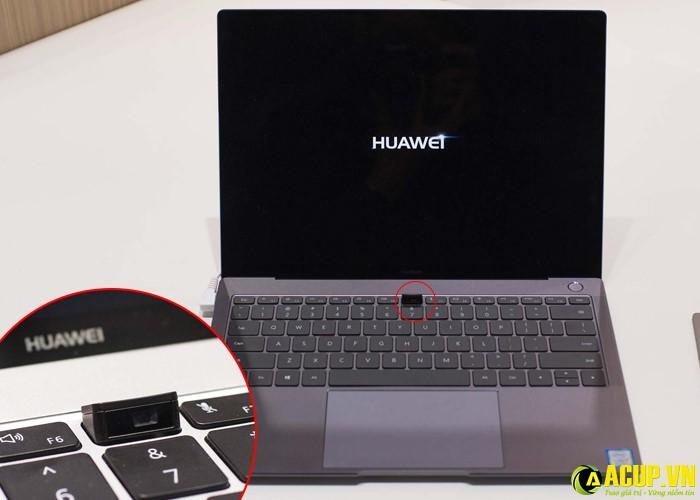 Laptop thiết kế đọc đáo với webcam dưới bàn phím